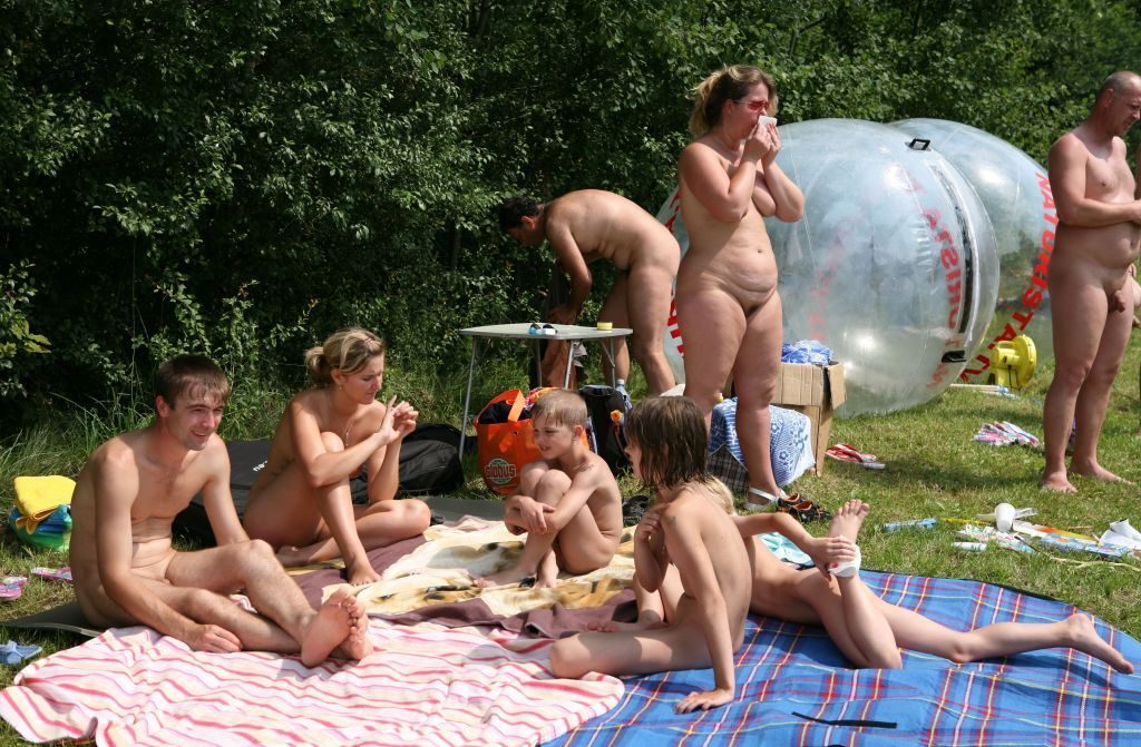 photos-from-nudist-camps